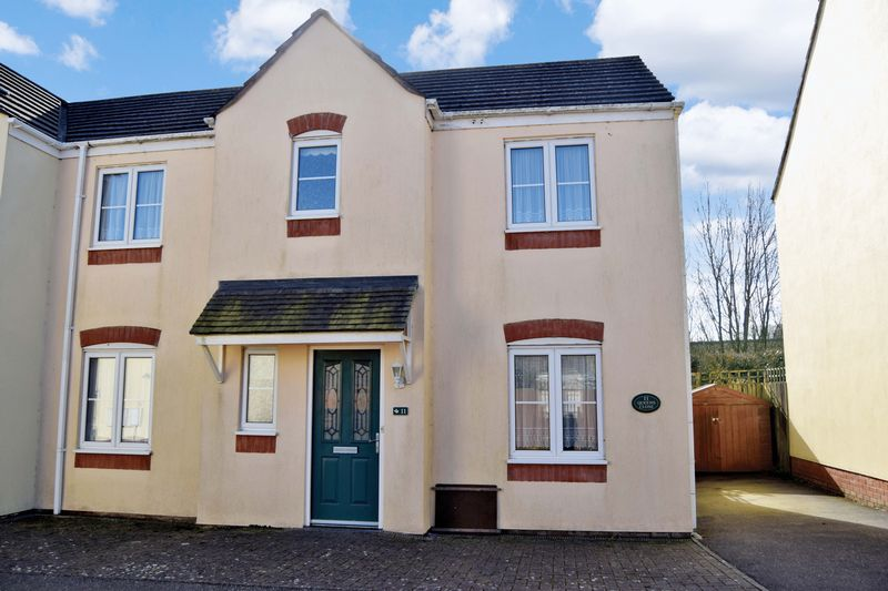 3 Bedroom Semi Detached House For Sale Queens Close Chard Ta Ta20 2hf