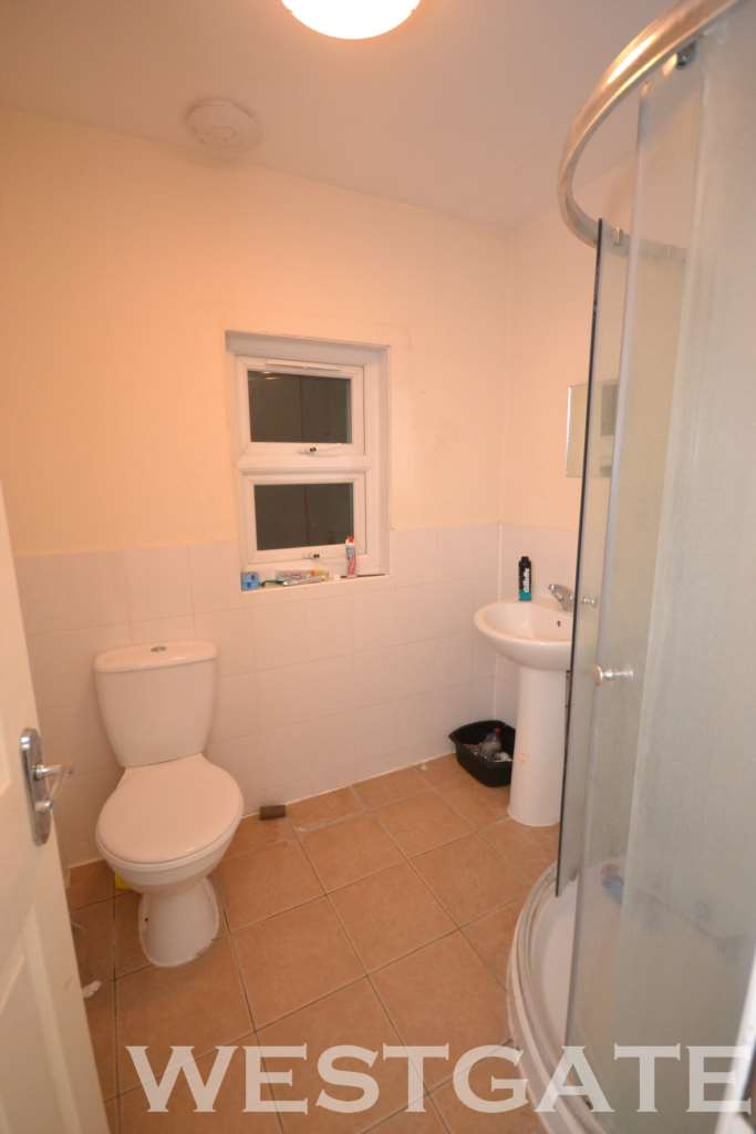 7 bedroom terraced house to rent, London Road, Reading ...