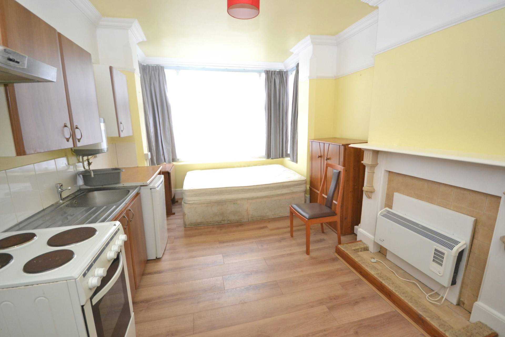 1 bedroom studio flat to rent ground floor front london - 1 bedroom house to rent in reading ...