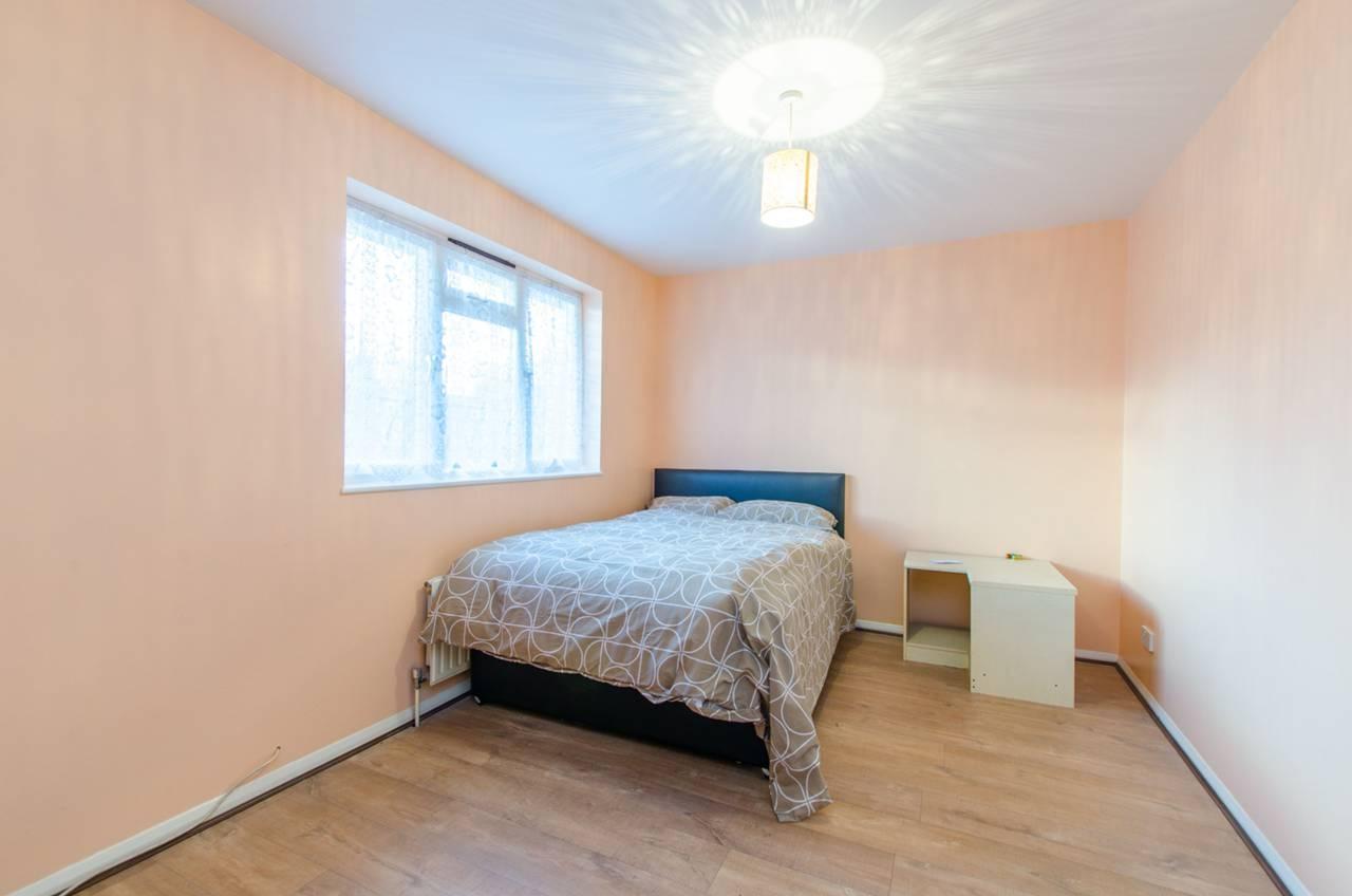 4 bedroom house to rent ada gardens poplar e e14 0pl for Ada bedroom