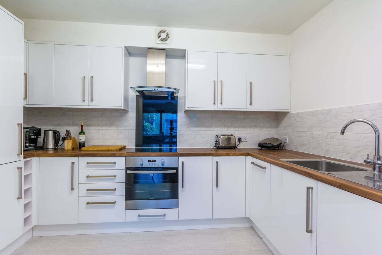 1 bedroom flat for sale chiswick high road chiswick w for W 4 bathrooms chiswick