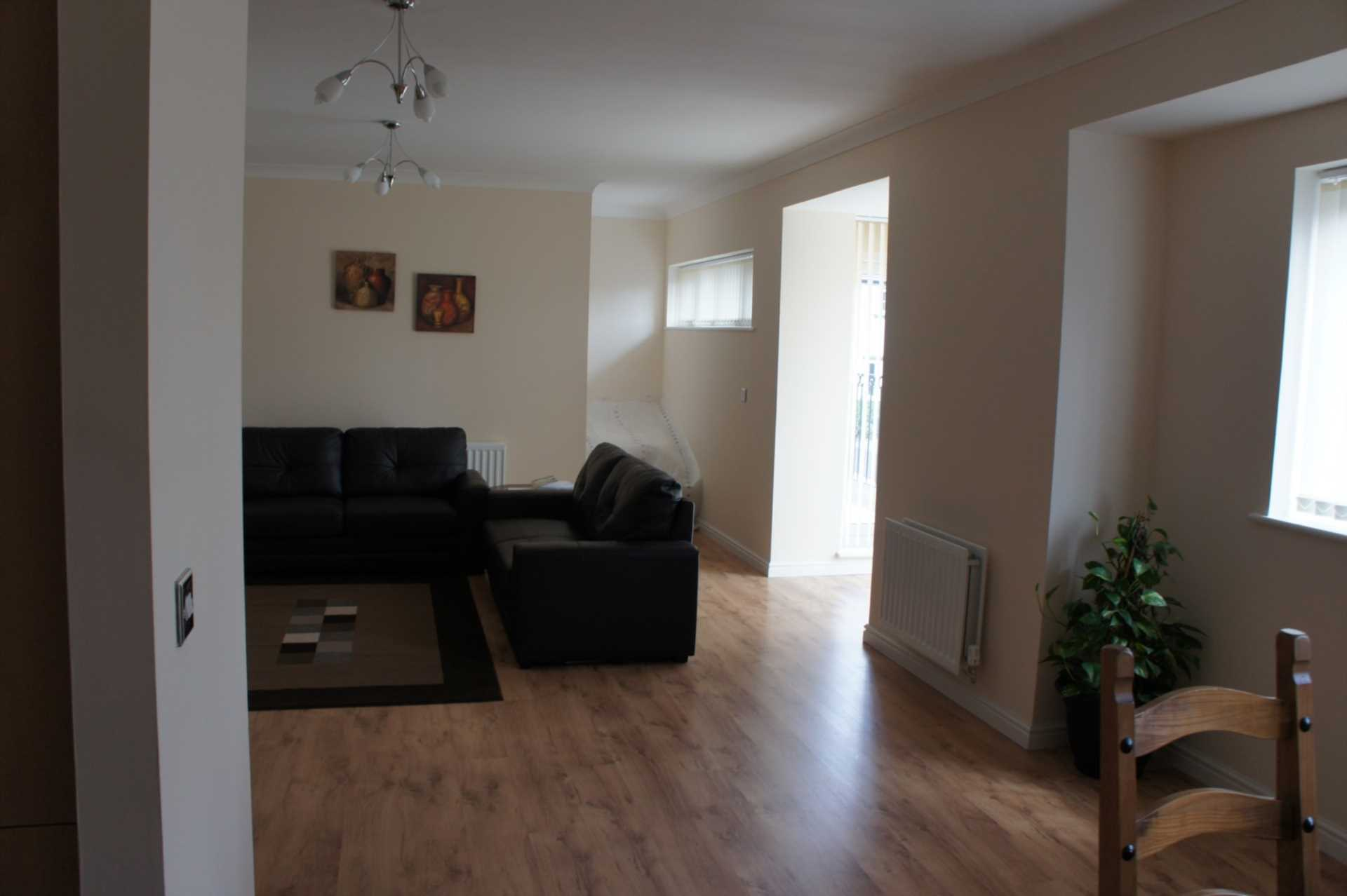 2 bedroom apartment to rent stone court crawley rh10