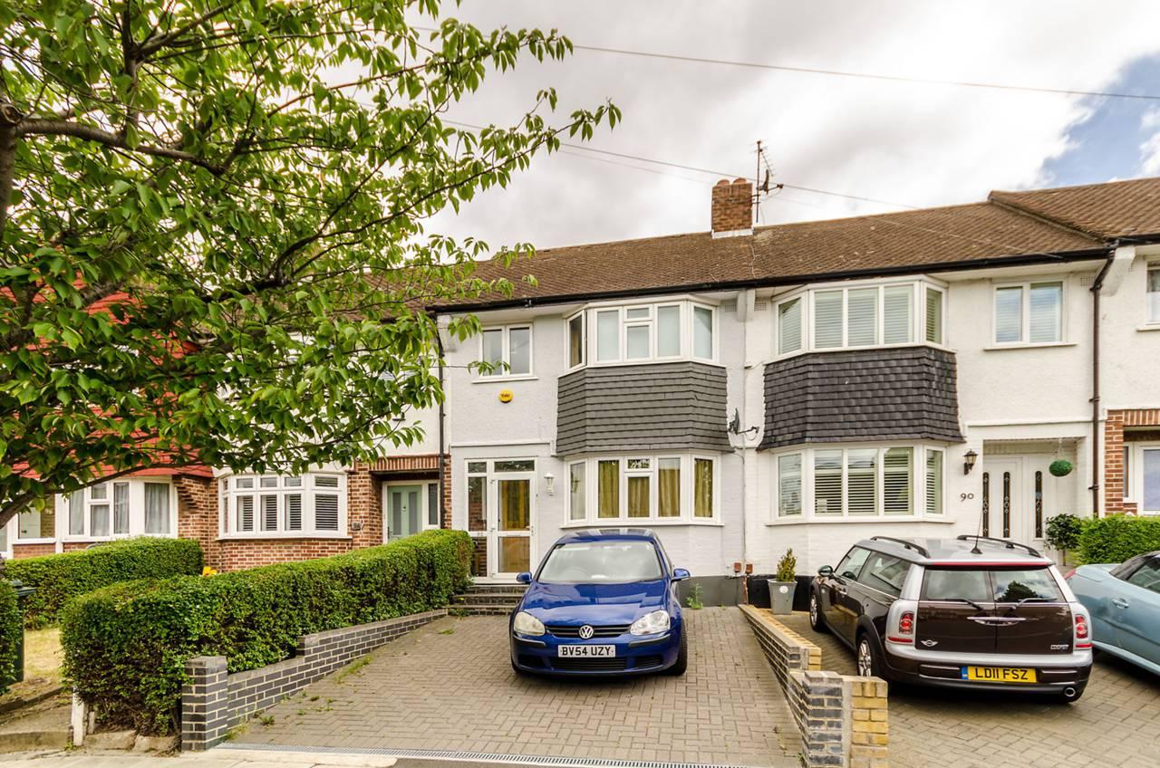 3 bedroom terraced house to rent kingsbridge road morden for Kingsbridge house