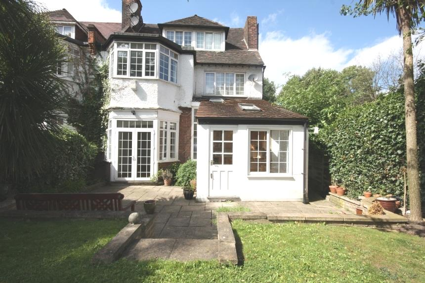 2 Bedroom Flat To Rent Burgess Hill Cricklewood Nw2 2by