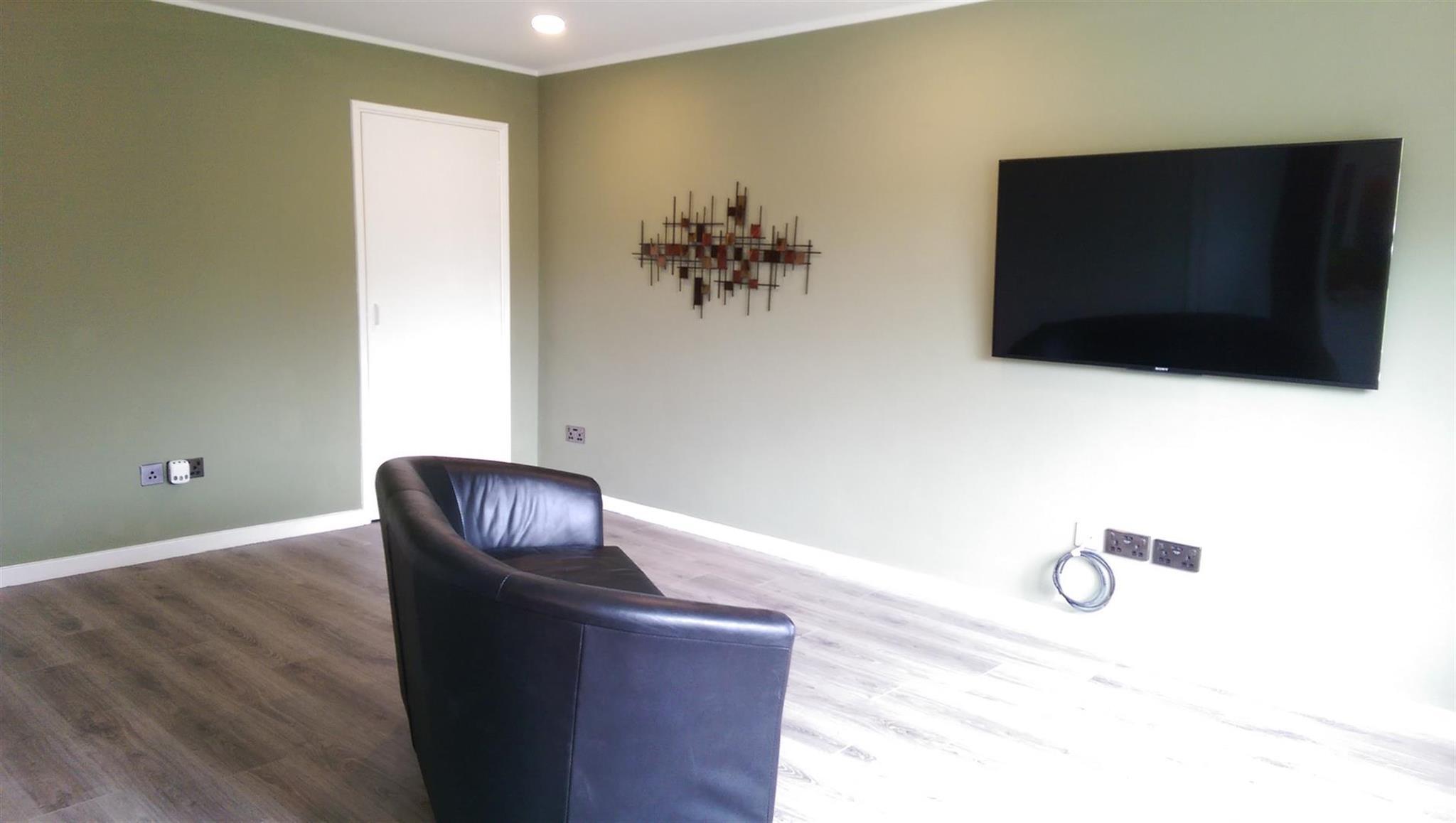 2 Bedroom Ground Floor Flat For Sale Burrows Court