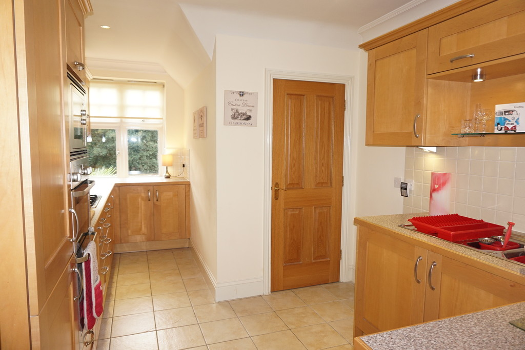 2 Bedroom Flat For Sale Streetly Lane Four Oaks Sutton