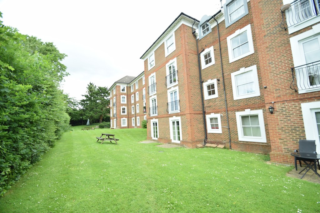1 Bedroom Maisonette To Rent Woodside Grange Road North
