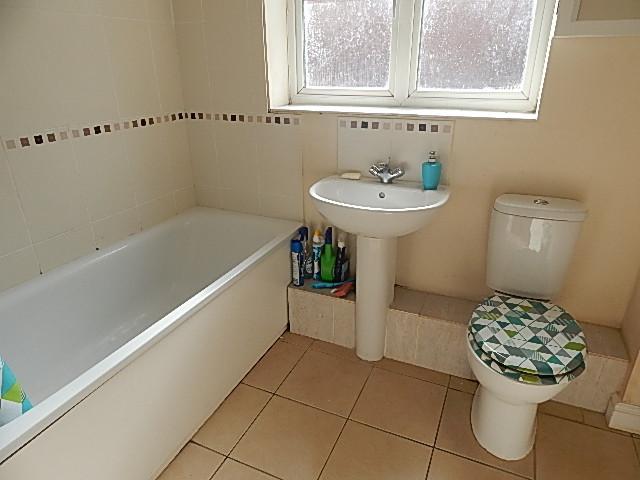 2 Bedroom Flat For Sale Caspian Way Purfleet Lb Rm Rm19 1lb Thehouseshop Com