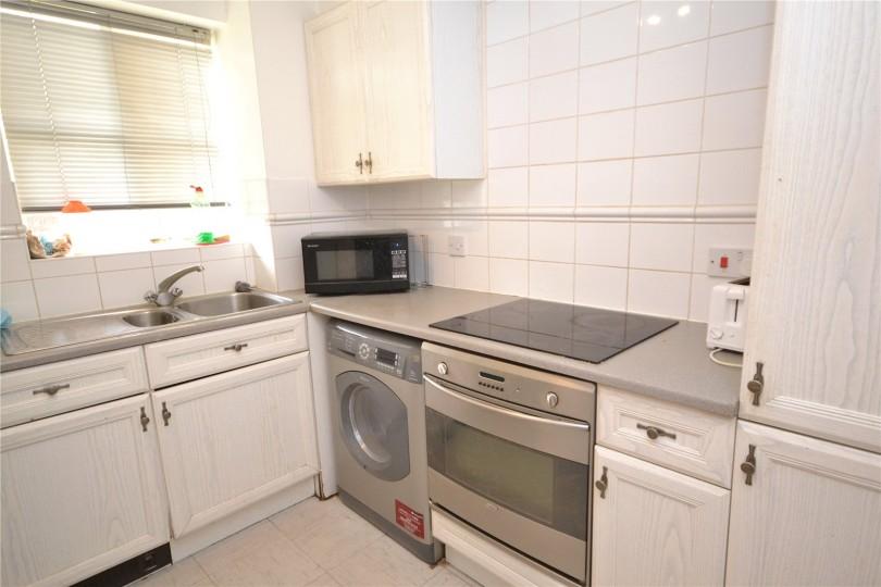 2 Bedroom Flat To Rent Simms Gardens London N N N2 8hp