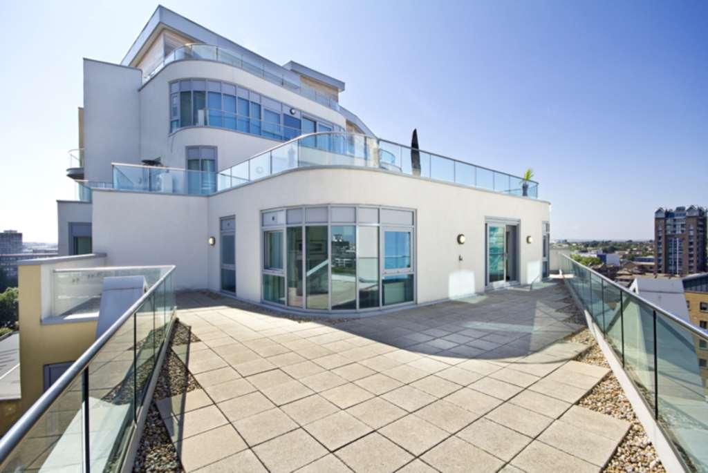 2 Bedroom Apartment To Rent Orbis Wharf Bridges Court