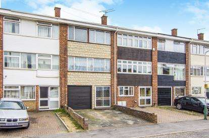4 Bedroom Terraced House For Sale Liphook Close Hornchurch RM12