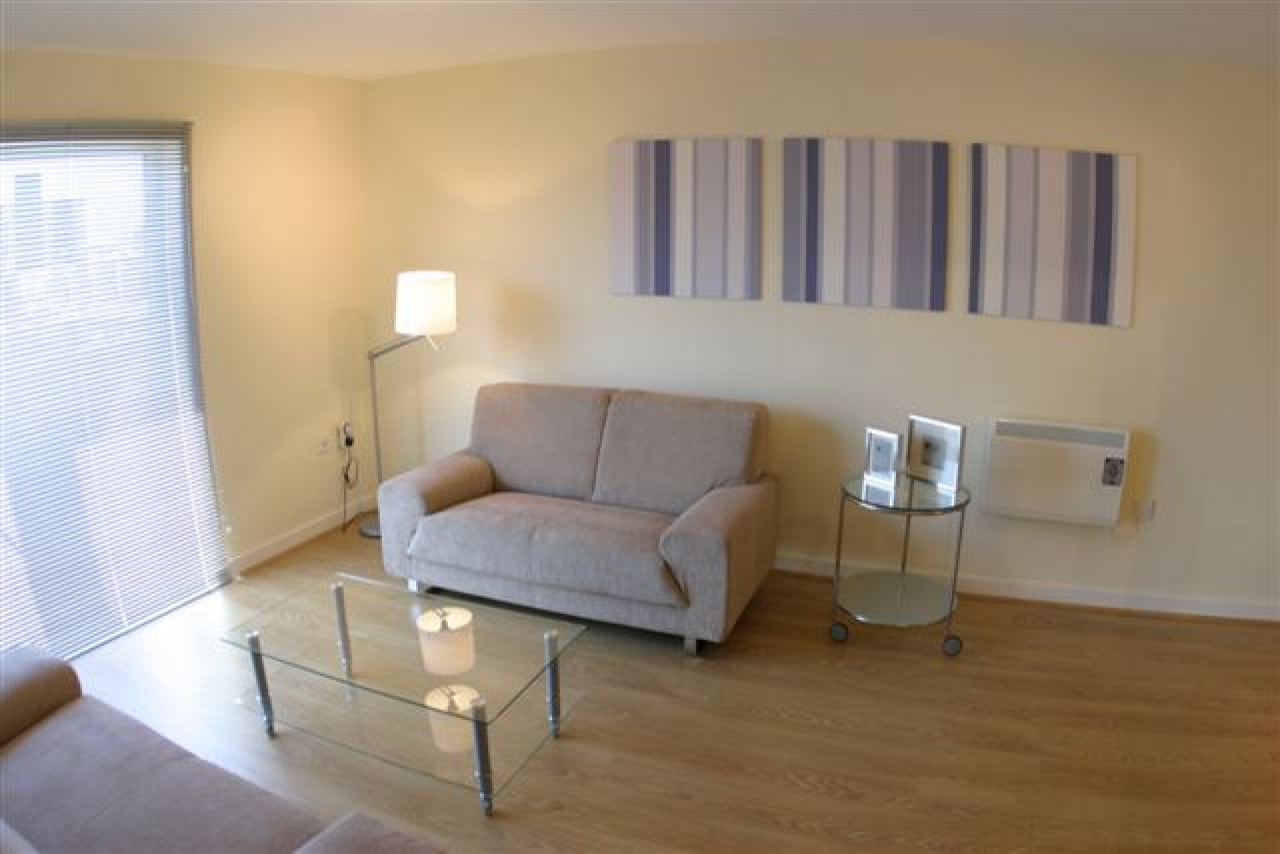 2 Bedroom Apartment To Rent Bishops Corner Stretford Road Hulme Manchester M15 4uw
