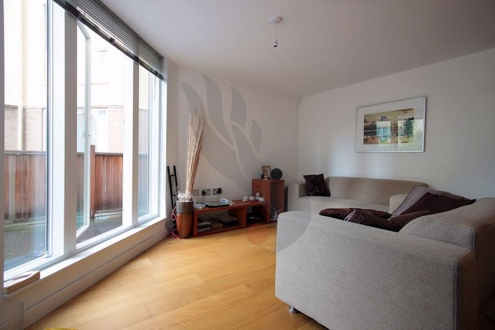 Room To Rent At Water Gardens Square London Se