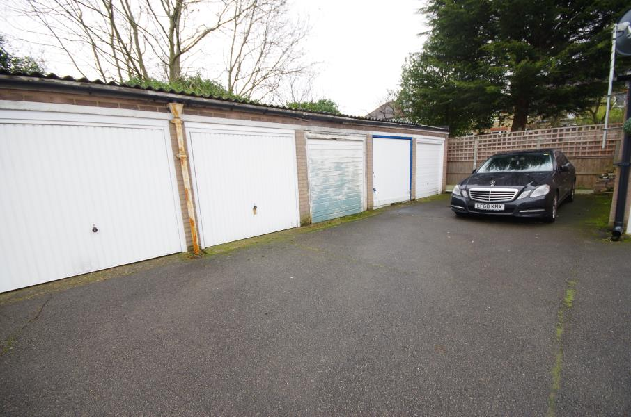 Detached house to rent garage claire court woodside for Rental garages