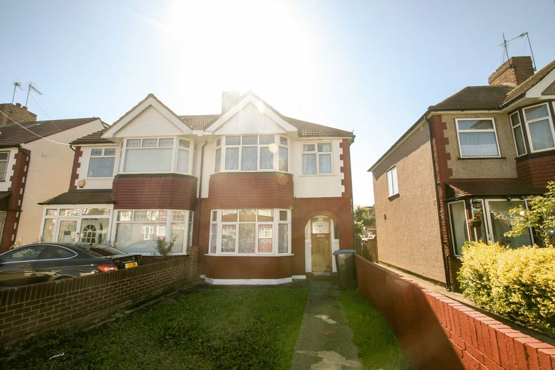 3 Bedroom Detached House To Rent The Fairway Palmers