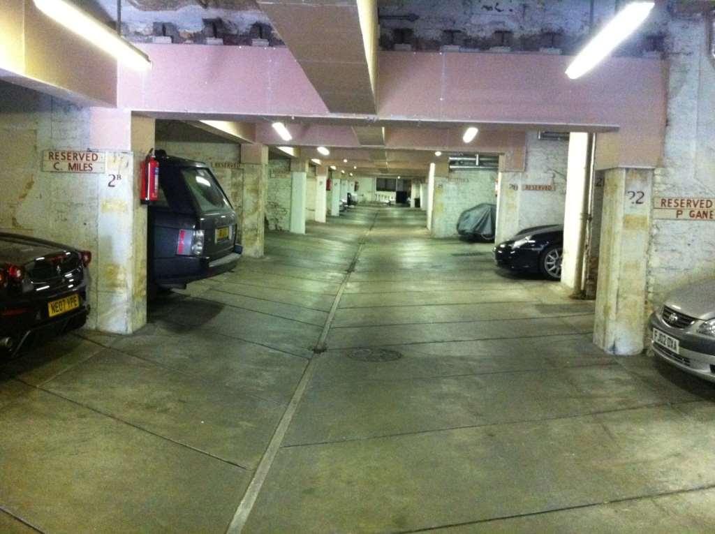 Garages to rent garage space rutland gate london sw7 1pl for Rental garages