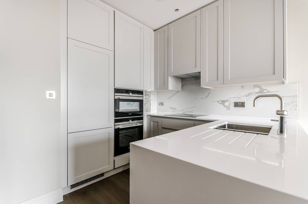 1 bedroom flat to rent chiswick gate chiswick w w4 2dz for W 4 bathrooms chiswick