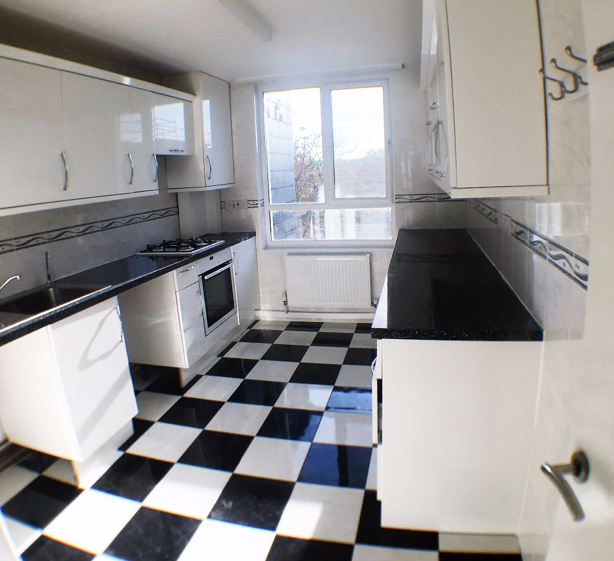 2 Bedroom Flat To Rent Kessock Close London N17 9pn