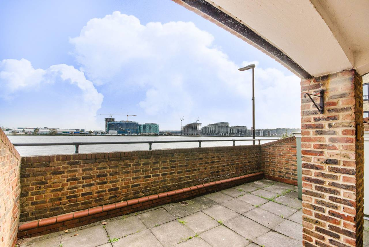 1 Bedroom Flat To Rent Plymouth Wharf Isle Of Dogs E