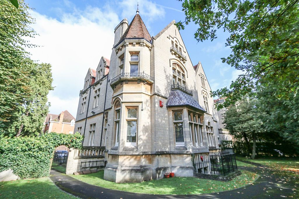 2 Bedroom Flat For Sale Bath Road Reading Berkshire Rg