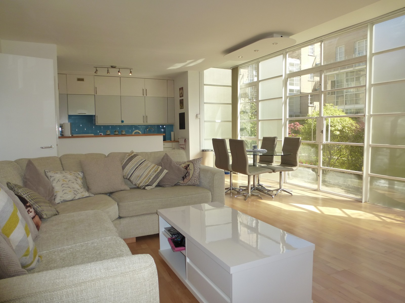 2 Bedroom Flat To Rent The Watergardens London E E14 8by
