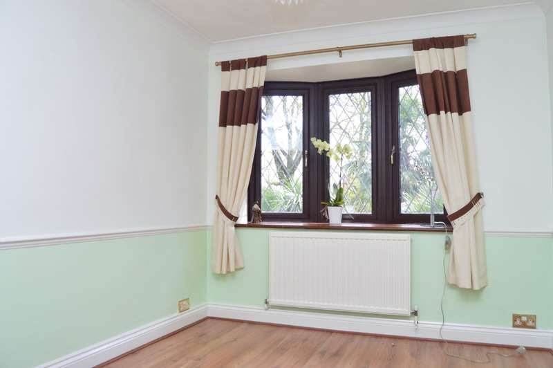 4 Bedroom Bungalow For Sale Hammerslea Romford Rm3 7ll