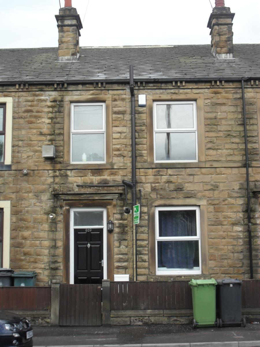 Yorkshire Terrace: 2 Bedroom Terraced House To Rent, Bradford Road, Batley