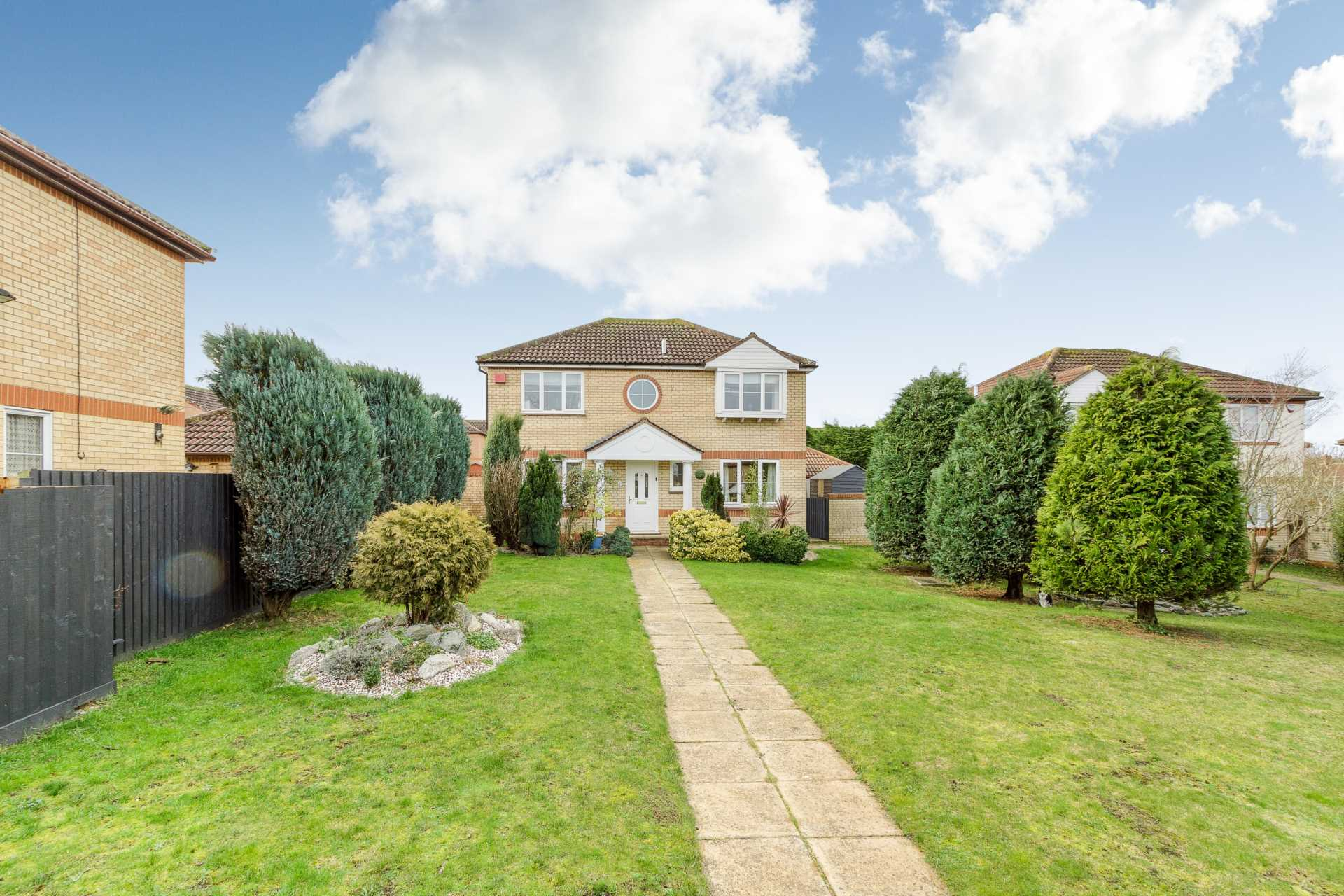 4 bedroom detached house for sale, White Horse Drive ...