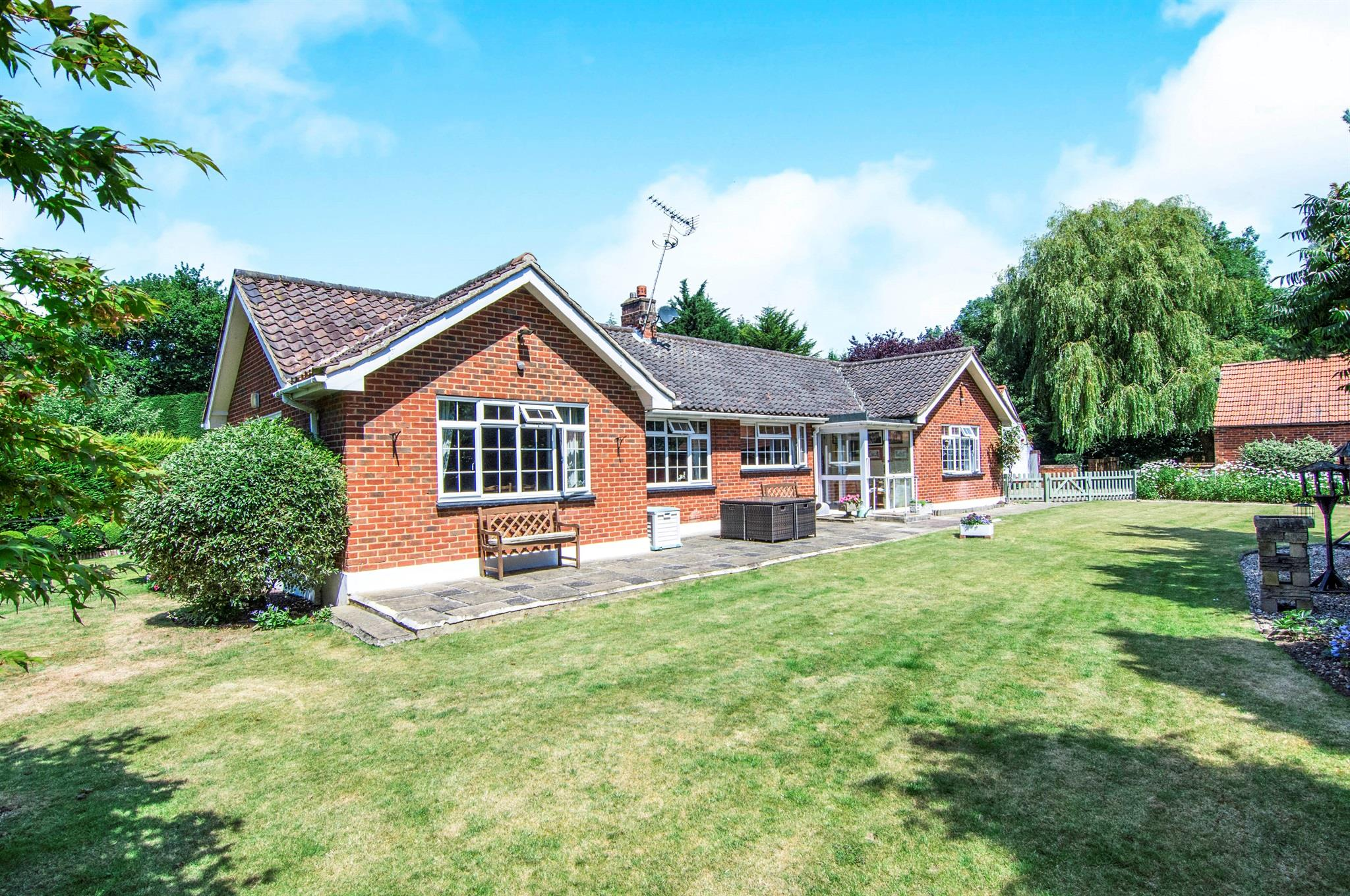 3 Bedroom Detached Bungalow For Sale Elmfield Cottage New Road Ingatestone Cm4 0hh