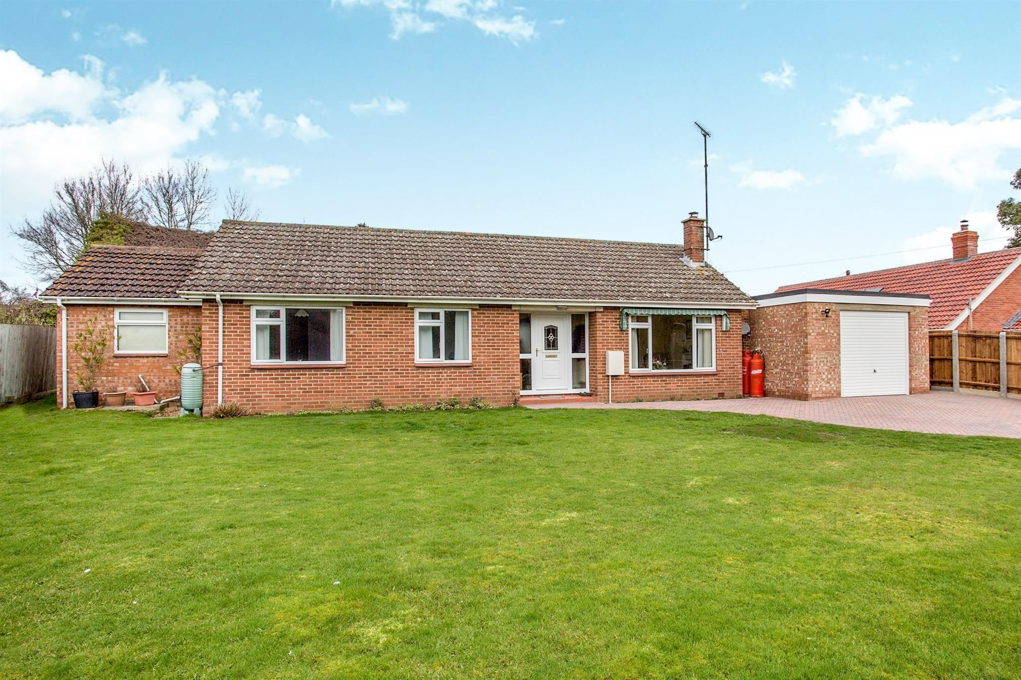 3 Bedroom Detached Bungalow For Sale Cherry Grove Vyces Road Framlingham Woodbridge Ip13 9rj
