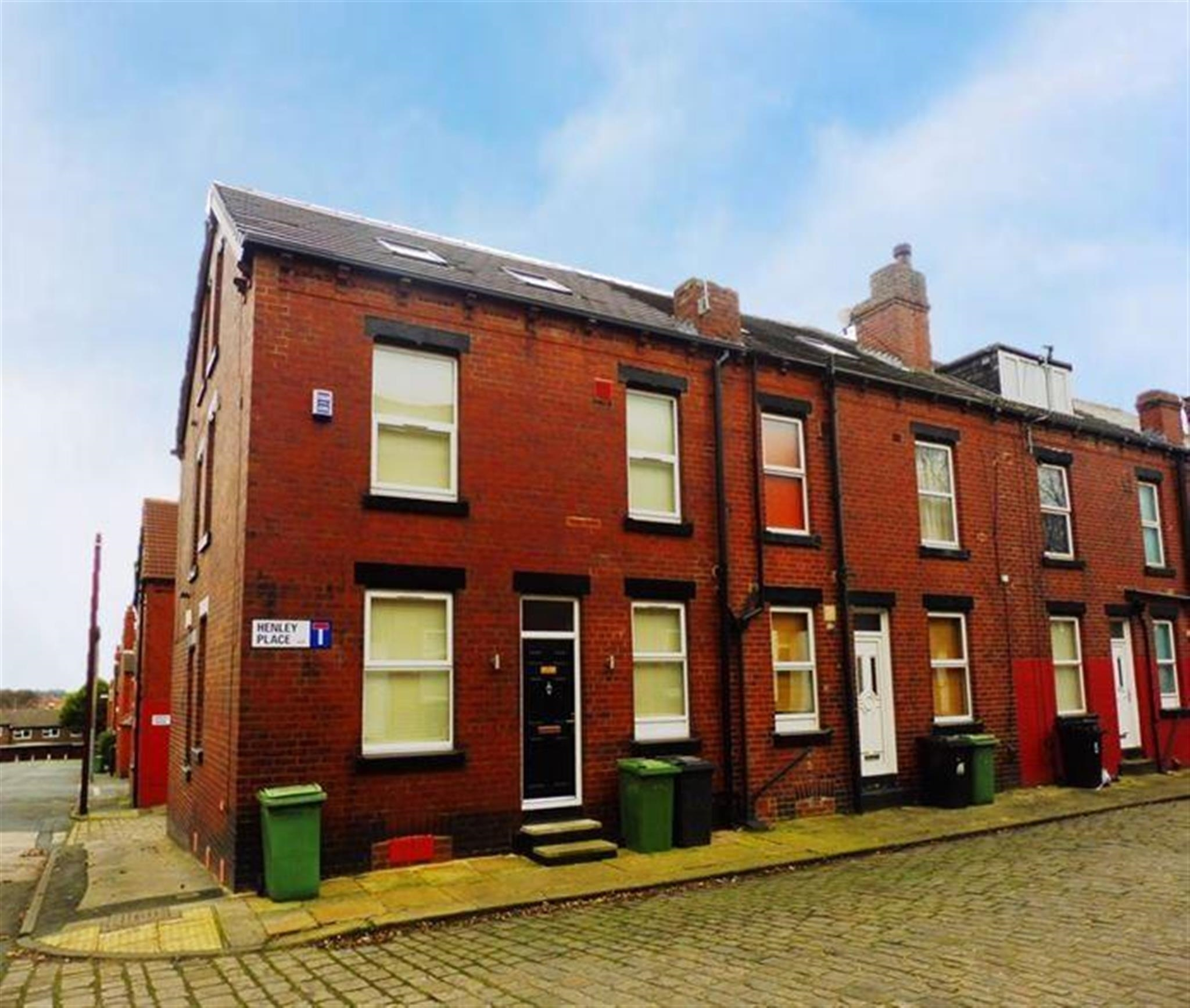 I Need A Place To Rent: 2 Bedroom House To Rent, Henley Place, Leeds, LS13 3AP
