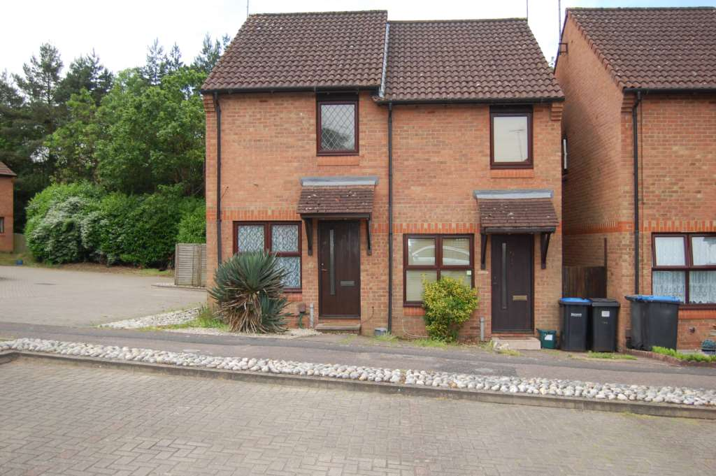 Room To Rent For Couple In Addlestone