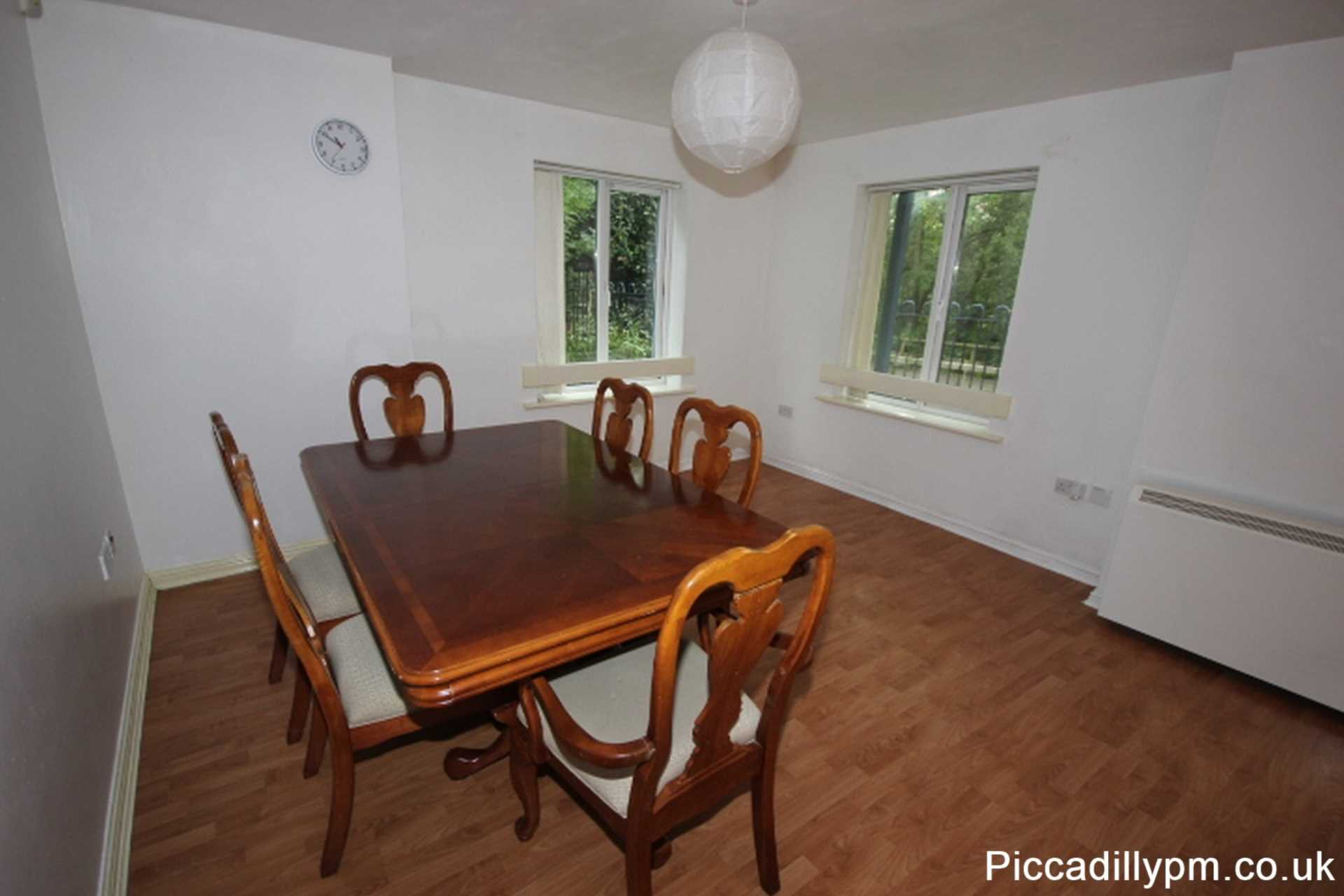 2 bedroom apartment to rent canal side walk portland for Apartments with shops below