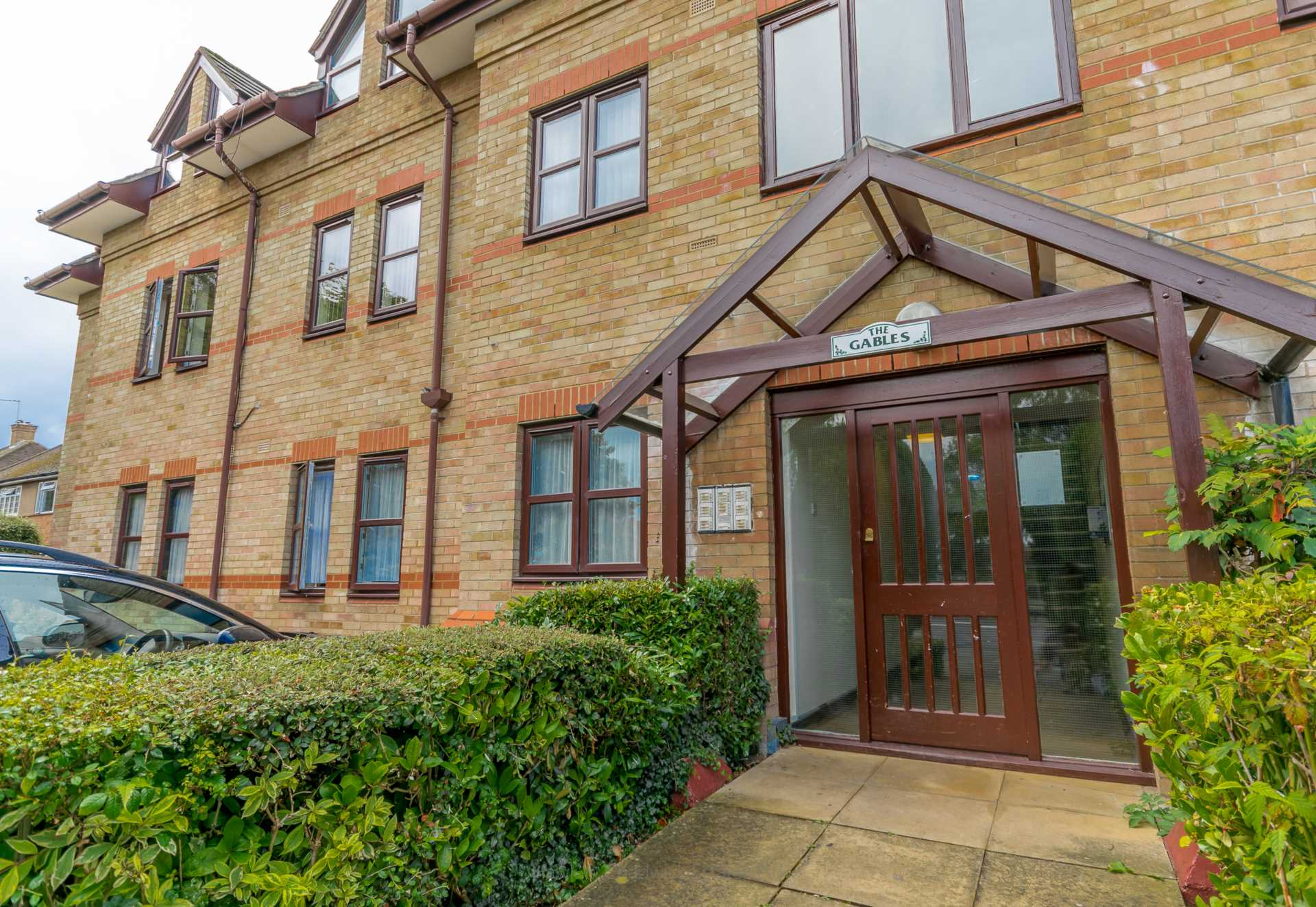 1 Bedroom Flat For Sale North Orbital Road Watford Wd Wd25 0rp