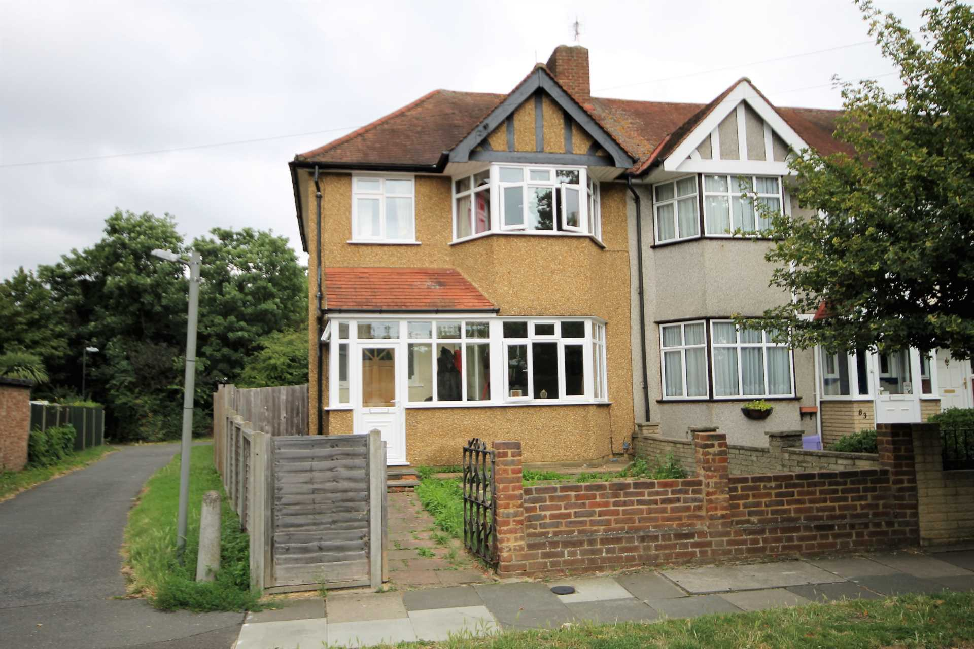 3 bedroom end of terrace house for sale rutland drive for Morden houses for sale