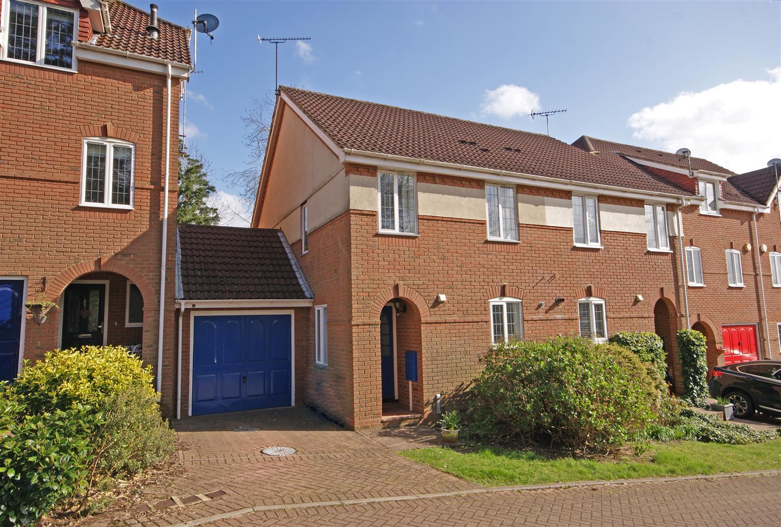 3 Bedroom Detached House For Sale Cotland Acres Redhill Surrey Rh1 6jz