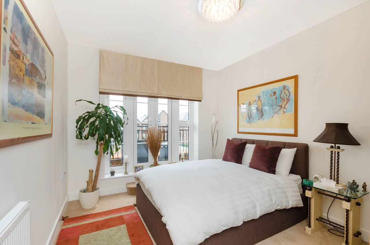 2 Bedroom Flat For Sale Gresham Park Road Old Woking Gu Gu22 9da