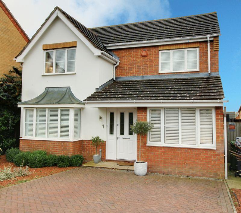 4 Bedroom House: 4 Bedroom House For Sale, Markham Road, Cheshunt, Waltham