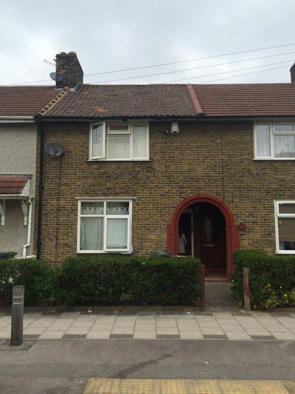2 Bedroom Terraced House For Sale Hedgeman Road Dagenham