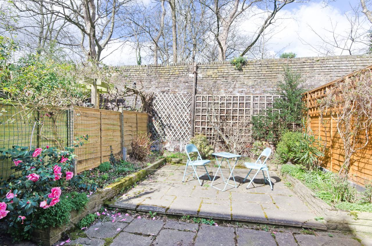 2 bedroom house for sale sutherland road chiswick w w4 2qr for W 4 bathrooms chiswick