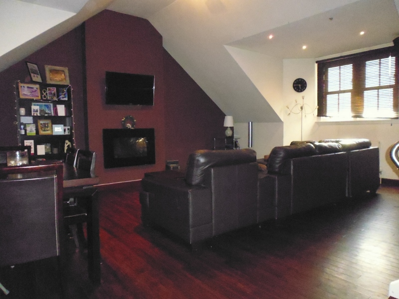Rent Property Eh  Bedroom  Living Rooms