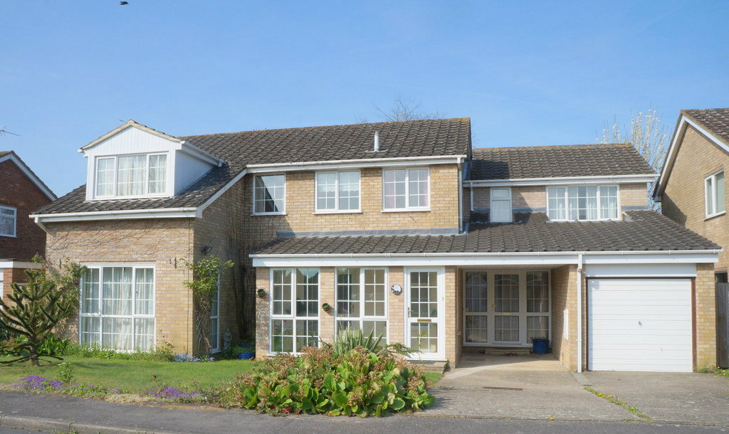 5 bedroom detached house for sale long perry capel st