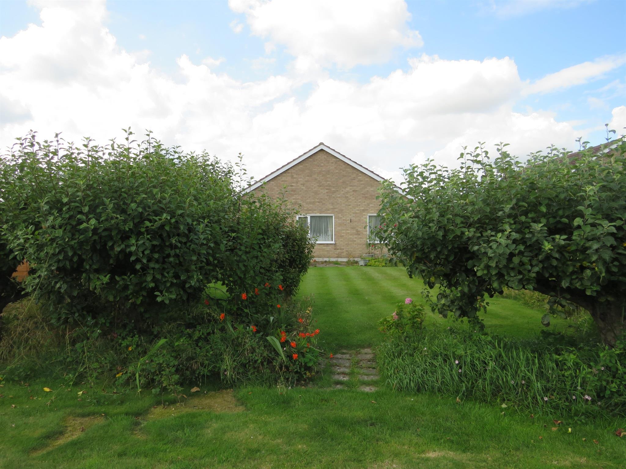3 Bedroom Detached Bungalow For Sale  Fairholme Close
