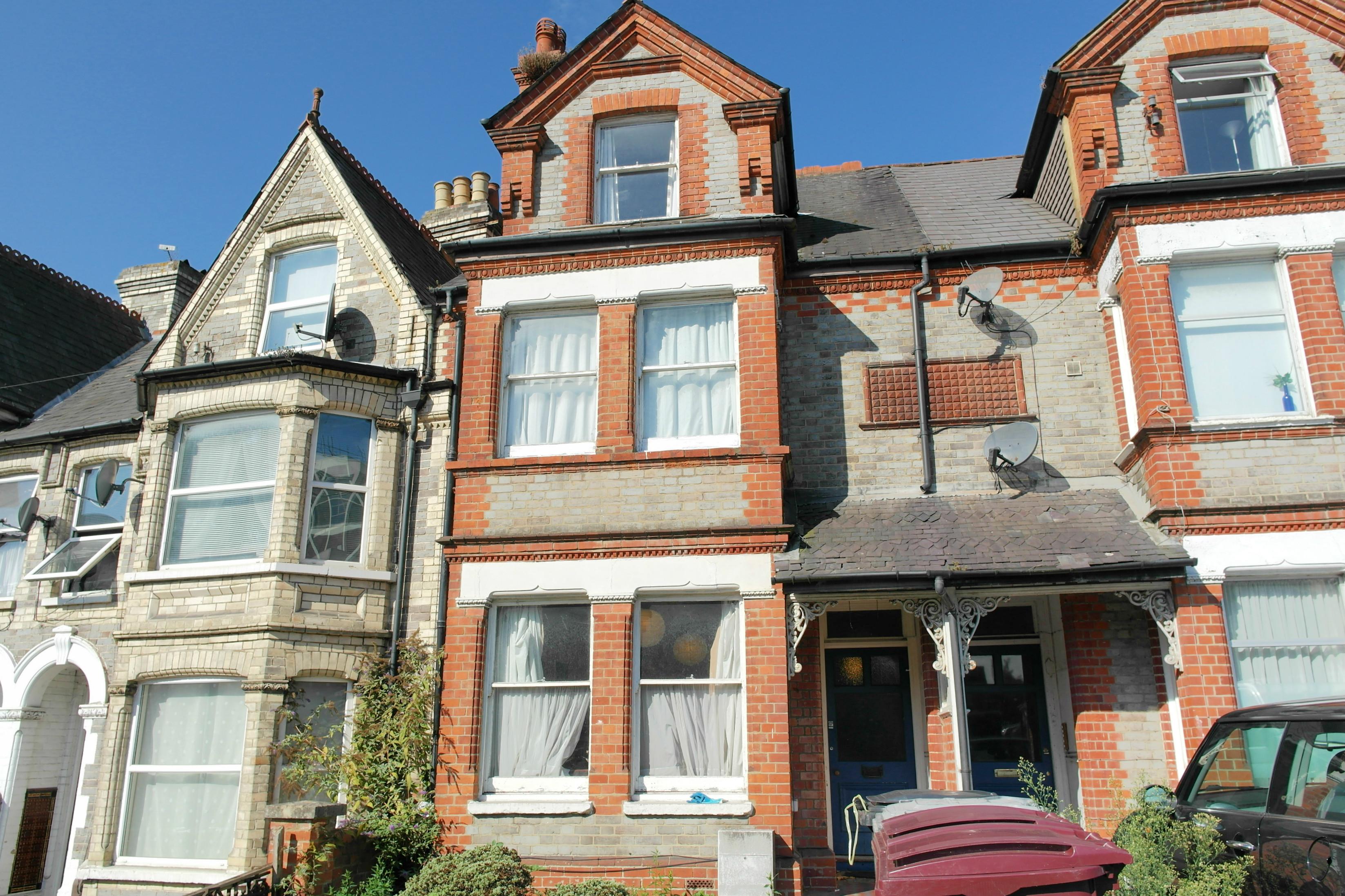 6 bedroom terraced house to rent basingstoke road. Black Bedroom Furniture Sets. Home Design Ideas