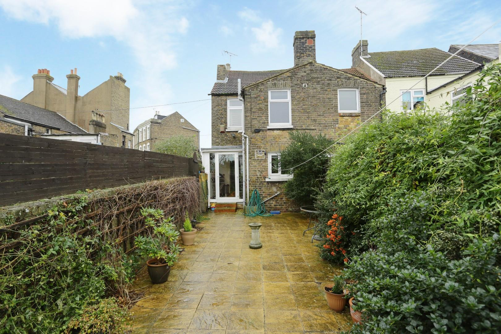 2 bedroom house for sale southwood road ramsgate ct for Southwood house