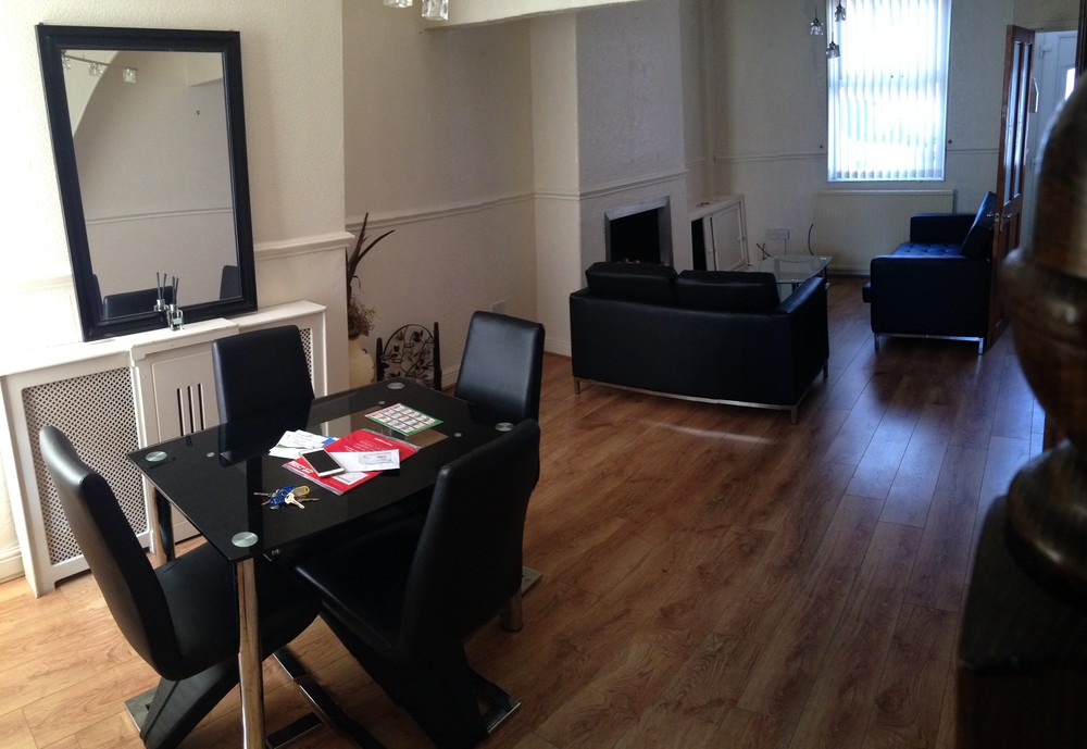 laminate flooring in the kitchen 2 bedroom apartment to rent beverly road manchester m14 6tg 8868