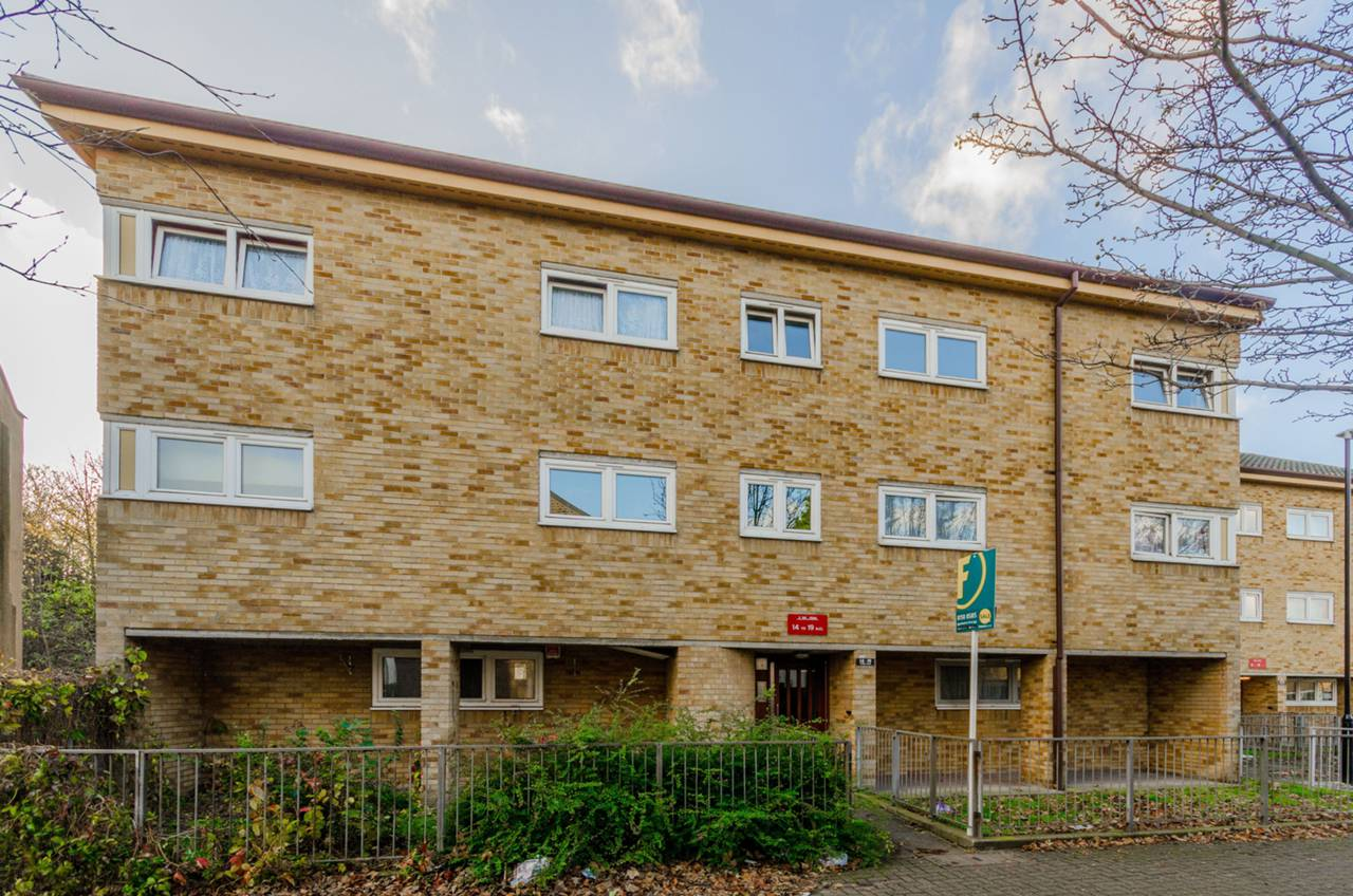2 Bedroom Flat To Rent Stride Road Plaistow E E13 0ea