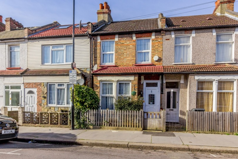2 bedroom terraced house for sale priory road croydon. Black Bedroom Furniture Sets. Home Design Ideas