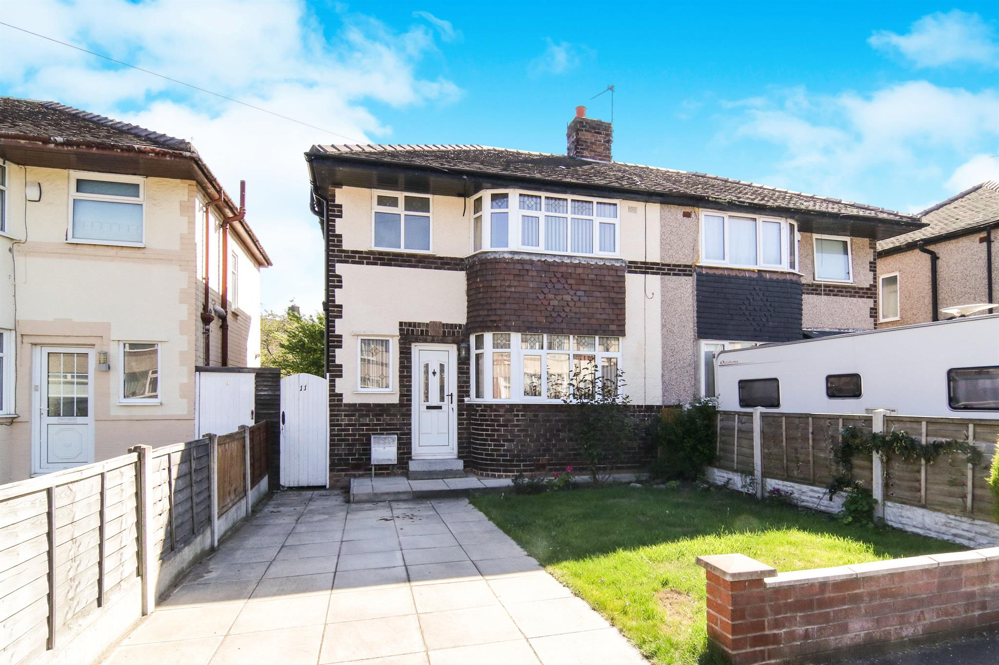 3 bedroom semi detached house for sale fairway north for Fairway house cleaning