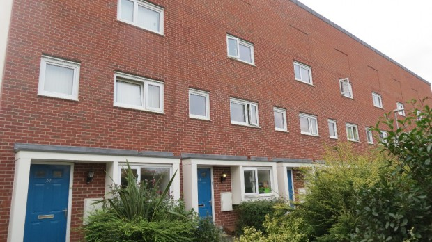 4 Bedroom Terraced House To Rent Aviation Avenue